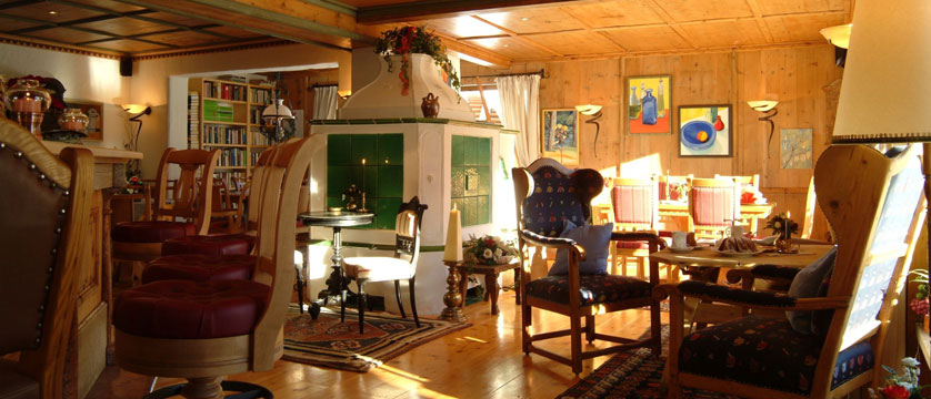 austria_hinterglemm_hotel-alpine-palace_lounge.jpg